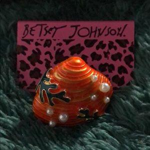 Betsey Johnson Shell Pin🐚